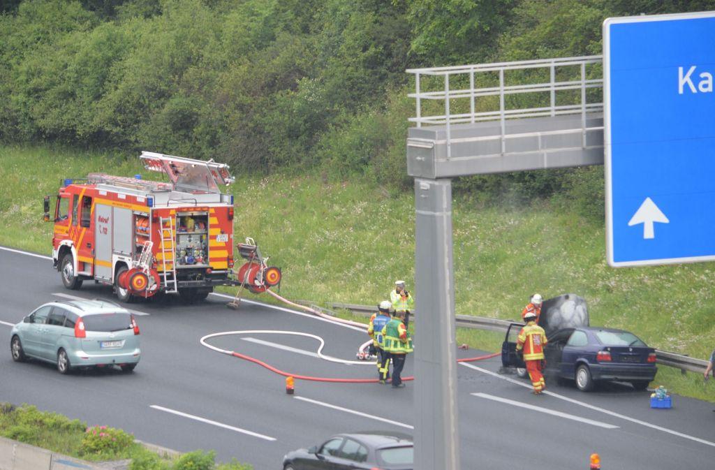Am Pfingstmontag hat ein Auto auf der A8 bei Leonberg gebrannt. Foto: SDMG