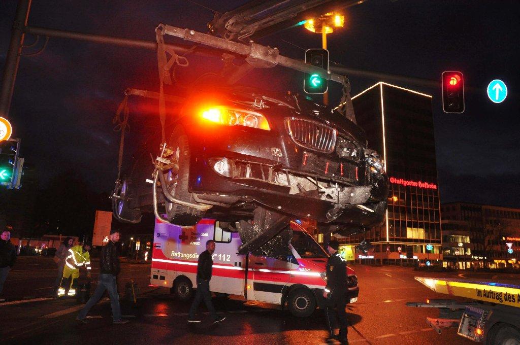 In Stuttgart-Mitte musste die Polizei am Sonntag zu einem schweren Unfall am Charlottenplatz ausrücken. Foto: Andreas Rosar Fotoagentur-Stuttgart