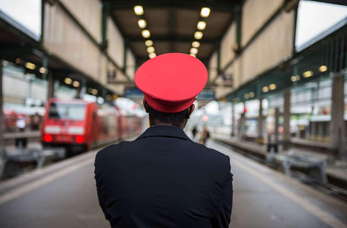 Bei der Deutschen Bahn rücken Streiks der Lokführer näher. (Symbolbild) Foto: dpa/Wolfram Kastl