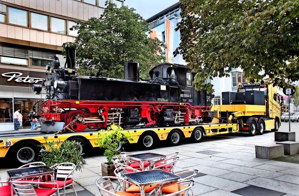 Die Lok rollt auf dem Tieflader zu den Märklin-Tagen. Foto: Pressefoto Horst Rudel/Horst Rudel
