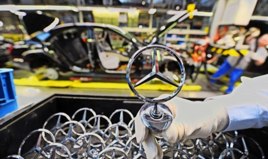 Alle drei Monate gleicht der Autobauer Daimler seine Personaldaten mit internationalen Listen ab, auf denen die Namen von Menschen  stehen, die Terroristen sein sollen. Foto: dpa