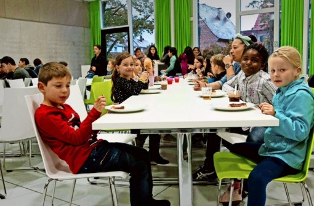 Das gemeinsame Frühstück an der Altenburgschule kommt gut an. Foto: Lichtgut/Volker Hoschek