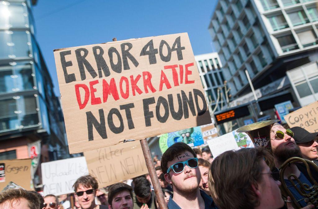 Tausende haben im vergangenen Jahr – wie hier in Stuttgart – gegen das neue Urheberrecht demonstriert. Der Angeklagte aus Remseck allerdings hat sich bei seinem Protest  deutlich im Ton vergriffen. Foto: dpa/Sebastian Gollnow