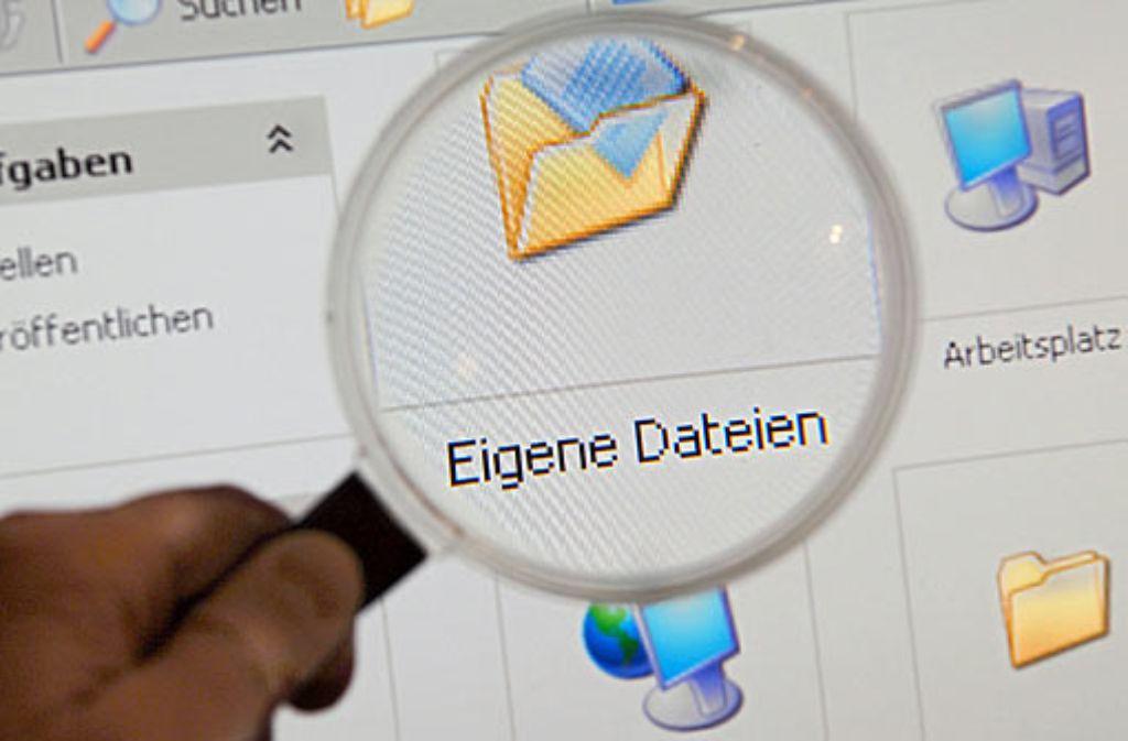 Für Datenschutz am Arbeitsplatz sensibilisieren - Überwachung nur in begründeten Fällen erlaubt. Foto: dpa