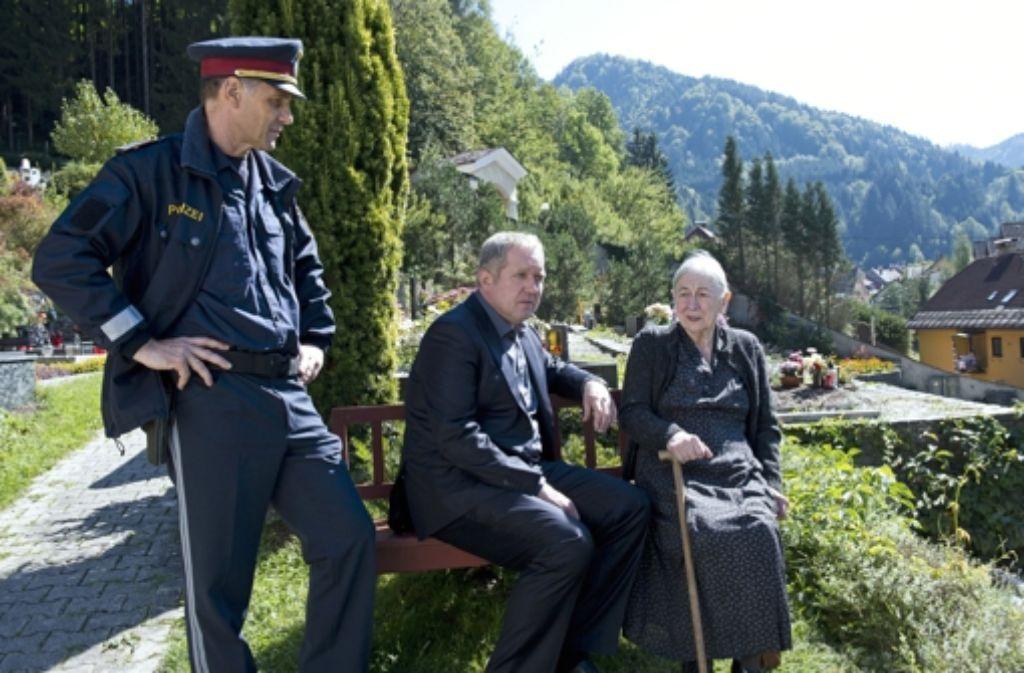 Moritz Eisner (Harald Krassnitzer, Mitte) versucht, das Rätsel um ein Nazi-Massaker zu lösen. Foto: rbb Presse & Information