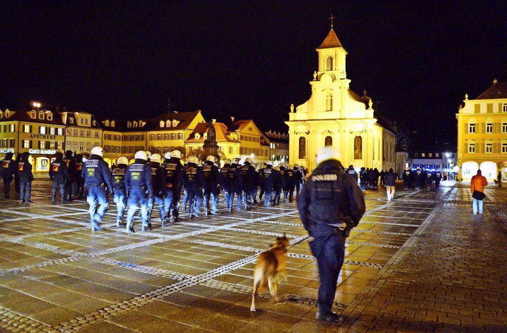 Ludwigsburg wird zum Schauplatz einer Auseinandersetzung zwischen türksichen und kurdischen Jugendbanden. Die Polizei setzt auf massive Präsenz. Foto: dpa