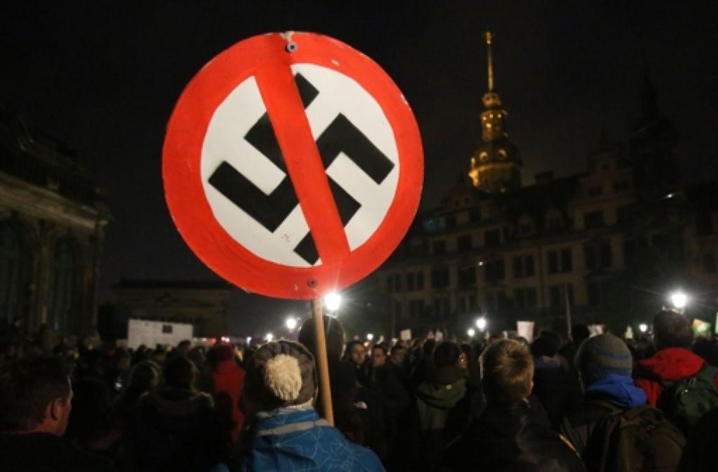 Gegendemonstration zu einem Pegida-Aufzug in Dresden Foto: dpa