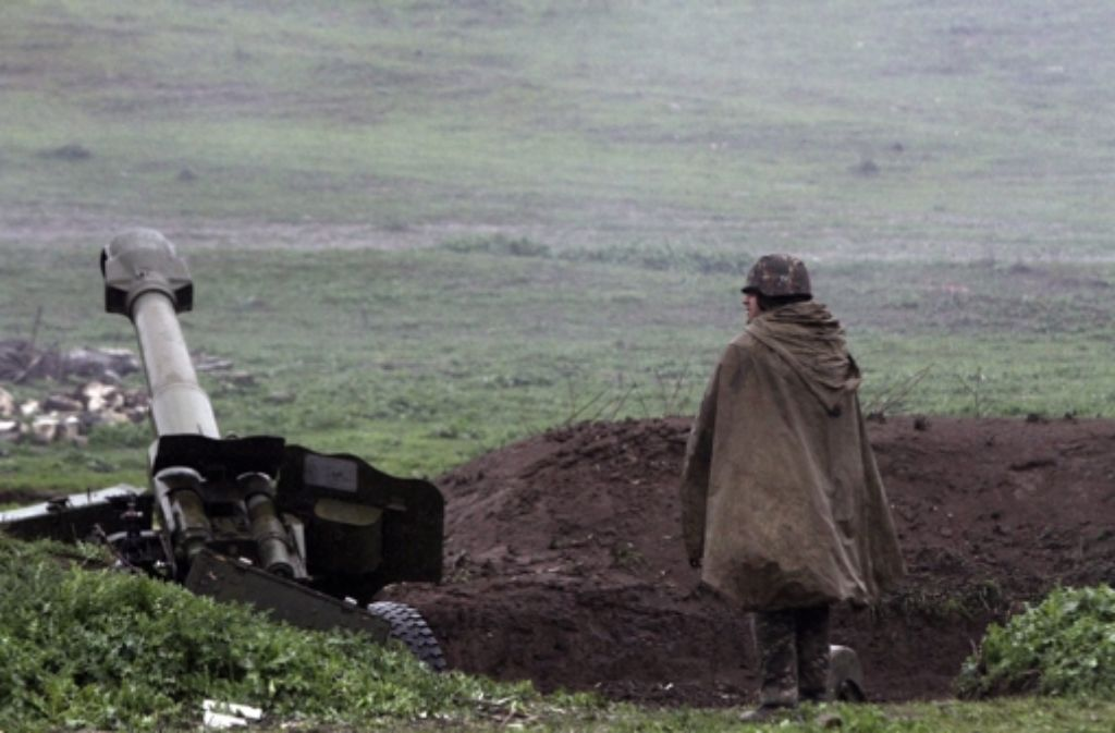 Armenische Artillerie in der Region Martakert am 3. April. Foto: dpa