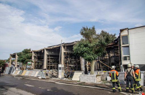 Lager von Baustoffhandel abgebrannt – Schaden im Millionenbereich