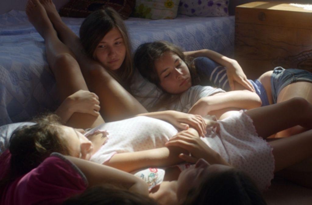Damit die Jungs im Dorf nicht in Versuchung kommen, werden diese Mädchen weggesperrt: Moralpolitik   nach Macho-Art. Foto: Weltkino Filmverleih
