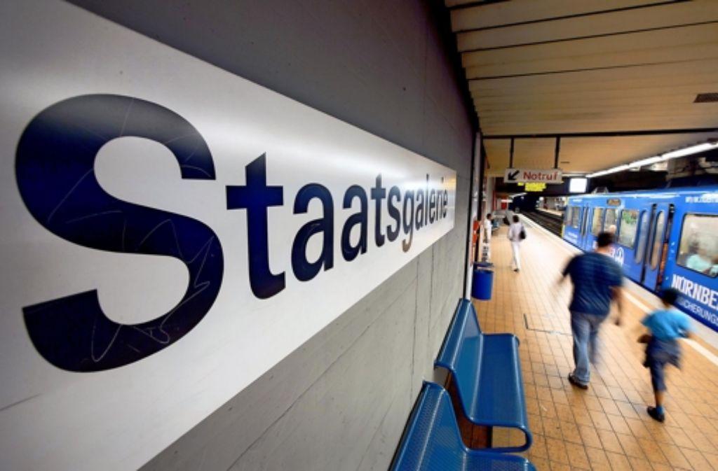 Die Stadtbahnhaltestelle muss für den Tiefbahnhof verlegt werden. Während der Umbauphase müssen die Stadtbahnen Umwege fahren. Foto: Michael Steinert