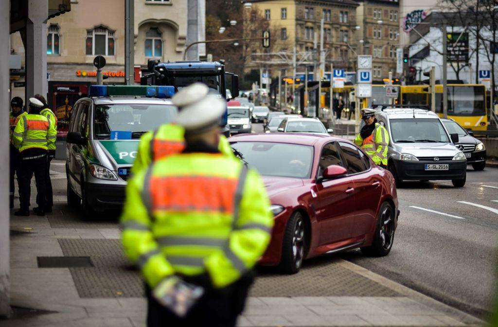 Vom 1. Januar an dürfen keine alten Diesel mehr nach Stuttgart einfahren. Die Polizei will zunächst keine Strafzettel verteilen. Foto: Lichtgut/Max Kovalenko