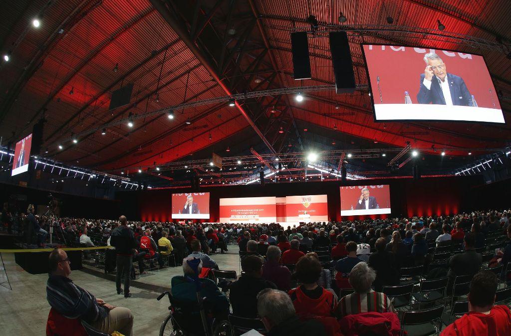 Beim VfB Stuttgart bilden sich leere Reihen auf der Mitgliederversammlung. Foto: Pressefoto Baumann