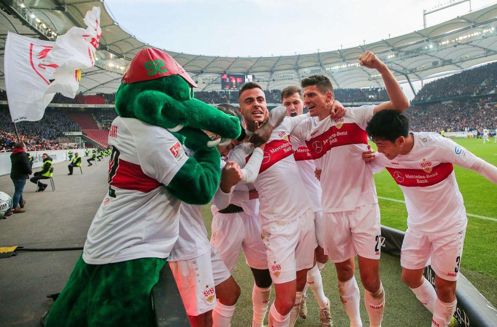 Beim Hinspiel in Stuttgart hatten die Schwaben allen Grund zur Freude: Mit 3:0 entschied der VfB die Partie gegen die Karlsruher für sich. (Archivbild) Foto: Pressefoto Baumann/Julia Rahn
