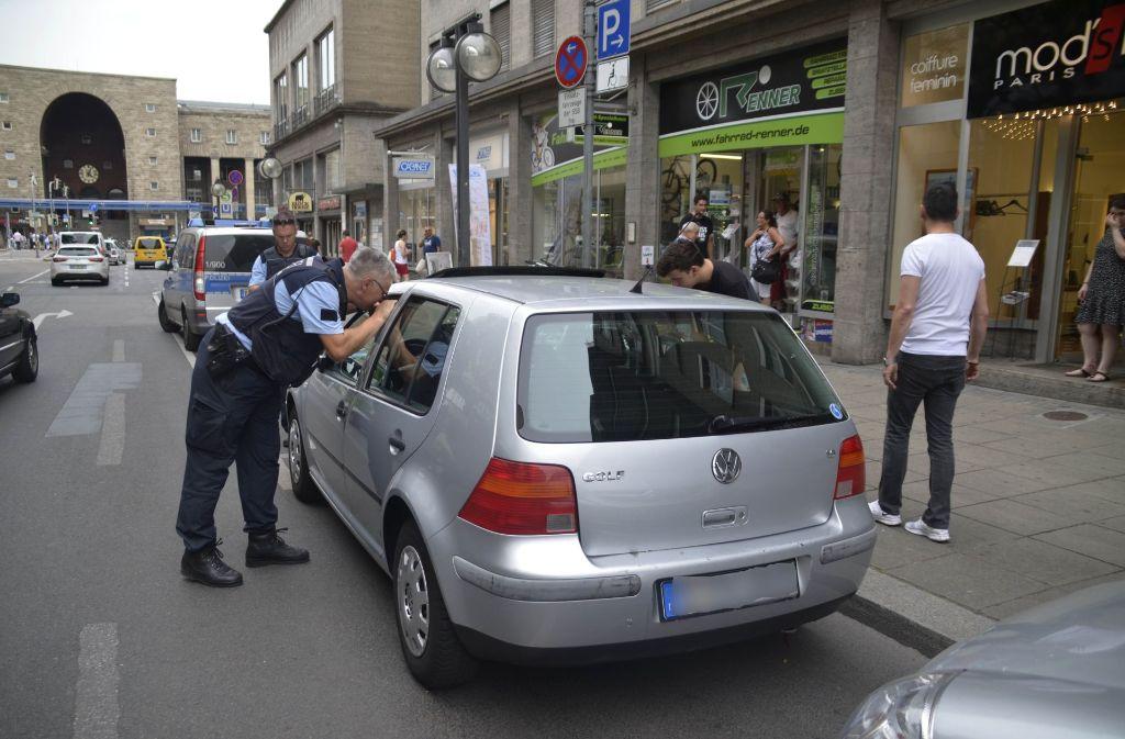 Ein Passant hatte das Tier entdeckt und alarmierte die Polizei. Foto: Andreas Rosar Fotoagentur-Stuttgart
