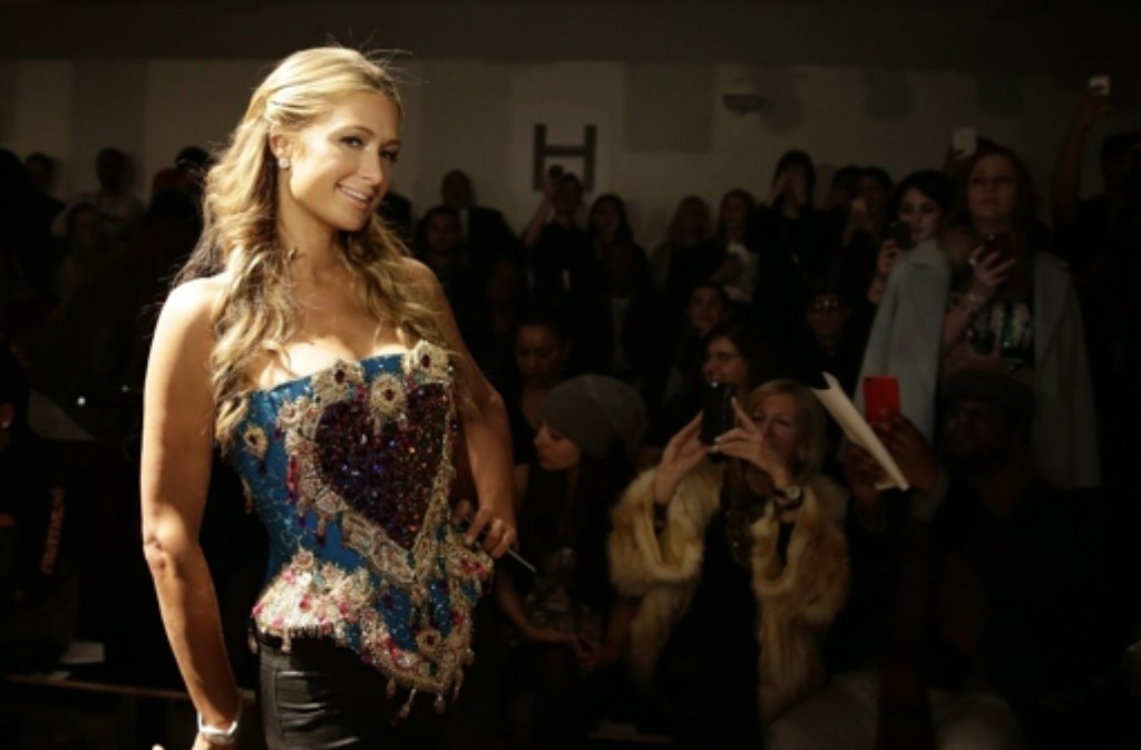 It-Girls lassen sich die Fashion Week natürlich nicht entgehen: Paris Hilton bei der The Blonds-Schau in New York. Foto: dpa