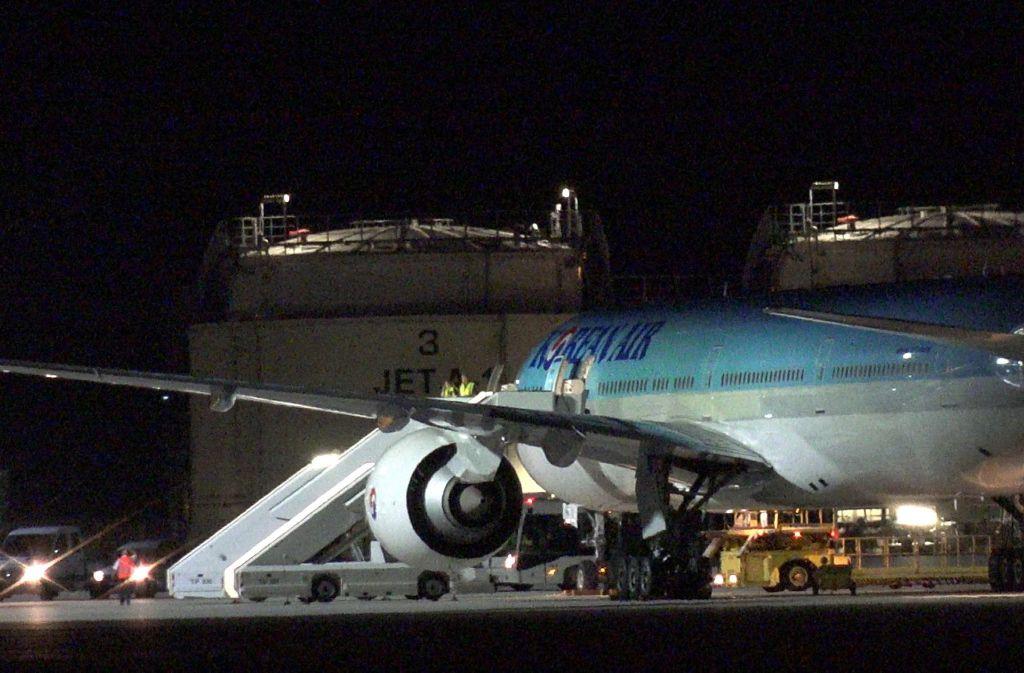 Die Passagiere der abgefangengen Maschine wurde im Terminal des Stuttgarter Flughafens untergebracht. Foto: 7aktuell.de/Alexander Hald