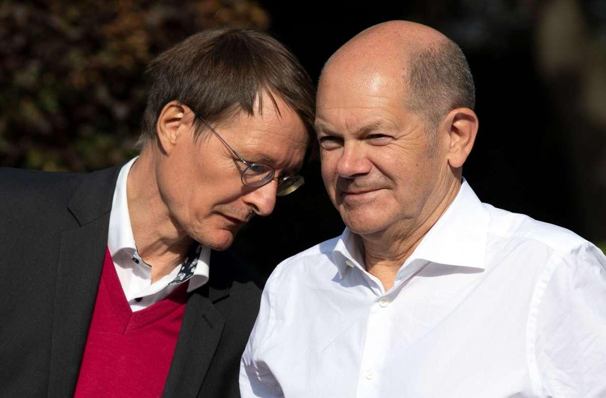 SPD-Politiker unter sich: Karl Lauterbach und Olaf Scholz Foto: dpa/Federico Gambarini