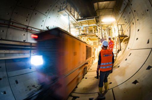 Bahnchef feiert Tunneldurchbruch auf den Fildern