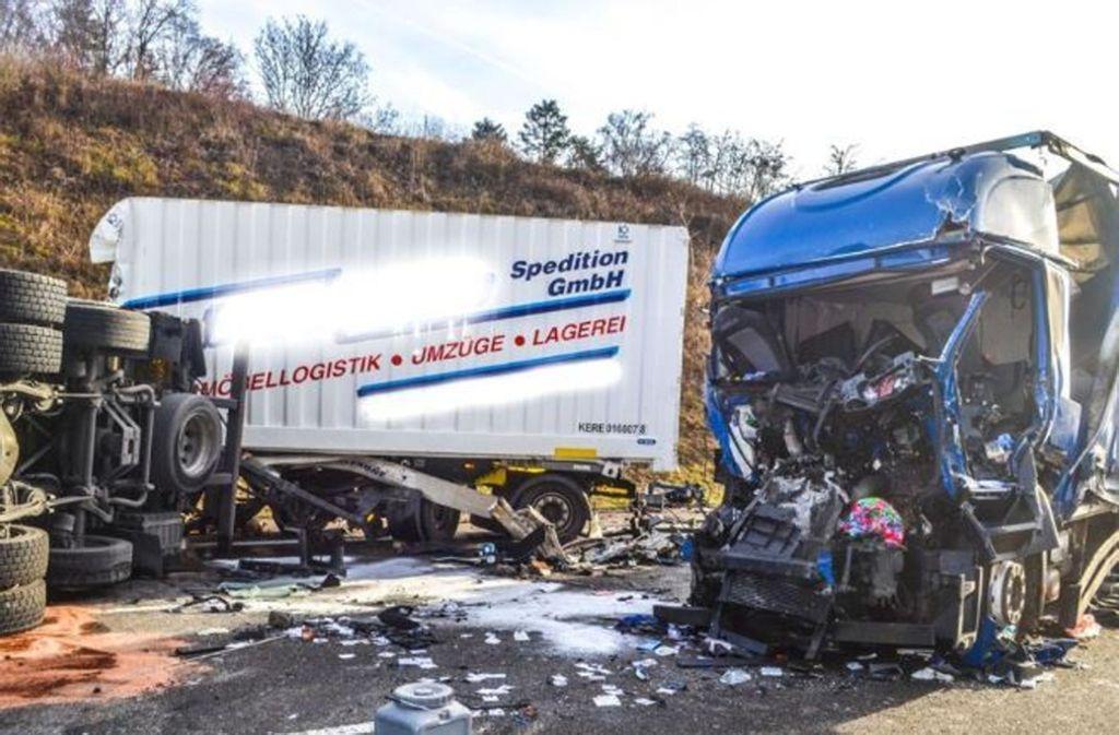 Trümmerfeld: Auf der A8 ereignete sich ein schlimmer Unfall. Foto: 7aktuell.de/Igor Myroshnichenko