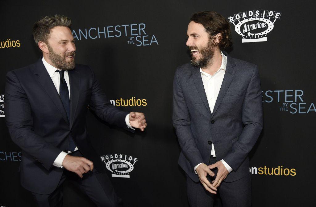 """Brüder unter sich: Ben (links) und Casey Affleck haben sichtlich Spaß bei der Premiere von """"Manchester by the Sea"""". Foto: AFP"""