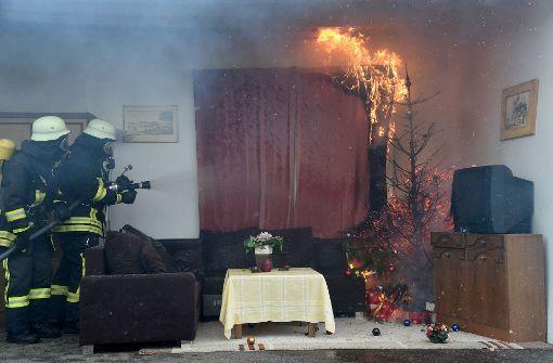 Christbaum-Brand fordert vier Verletzte