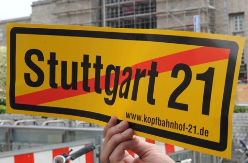 Die Treffen der Projektpartner werden wohl wieder von Protesten begleitet. Foto: dpa