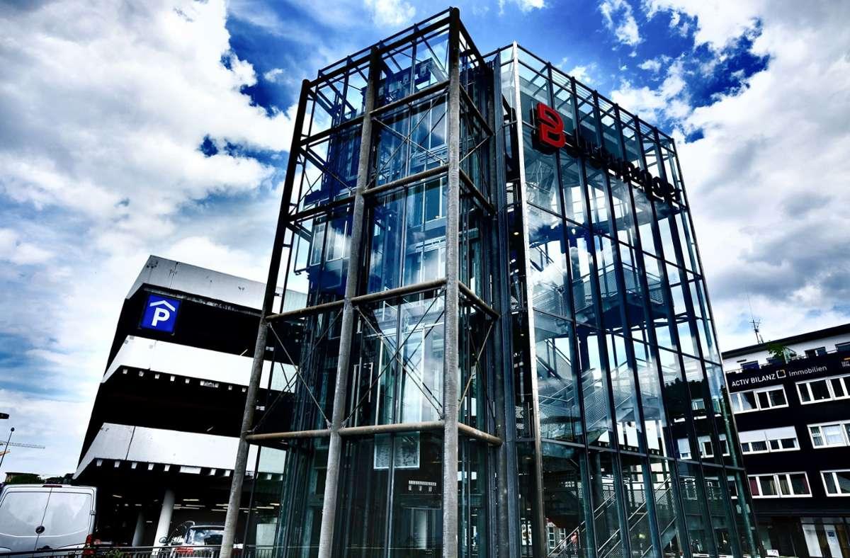 Anstelle des Breuninger-Parkhauses  soll ein Mobility-Hub mit 578 Stellplätzen, Elektroladestationen sowie Läden und Lokalen im Erdgeschoss entstehen. Foto: Lichtgut/Leif Piechowski
