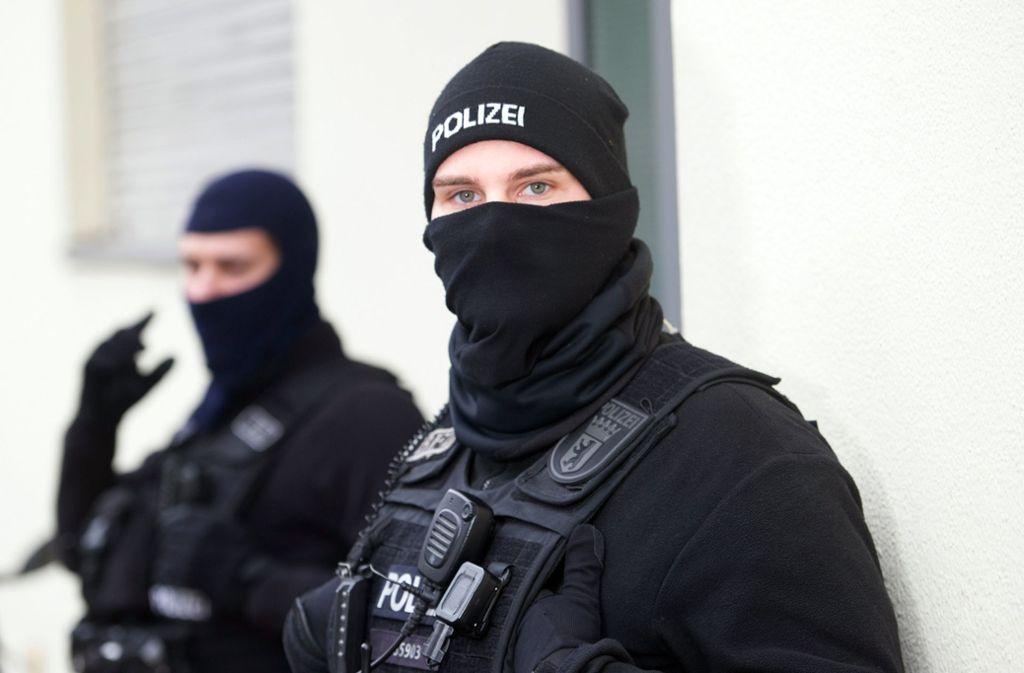 Hintergrund der Durchsuchungen durch die Polizei sind Ermittlungen zu bandenmäßig organisierten Scheinehen. Foto: dpa