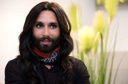 Conchita präsentiert sich mit Glatze