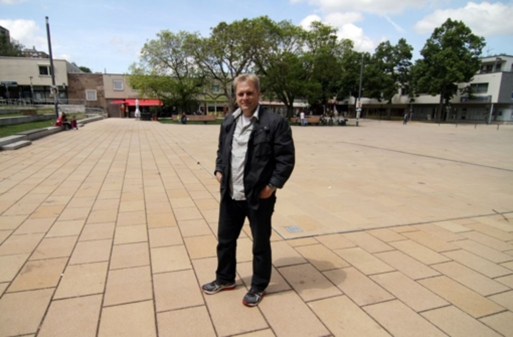 Hans-Martin Goede kennt all die schönen Seiten von Giebel – und auch die Probleme des Stadtteils. In der folgenden Bilderstrecke nehmen wir Sie mit auf einen kleinen Rundgang durch das Viertel im äußersten Nordwesten Stuttgarts. Foto: Jan Georg Plavec