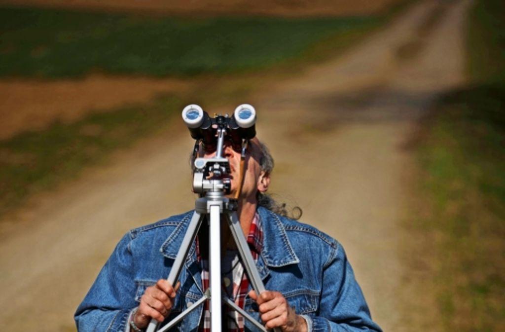 Ein Anbeter der Sonnenfinsternis auf einem Feldweg nahe der Sternwarte Foto: Gottfried Stoppel