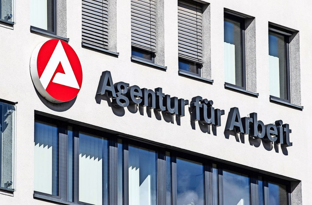 Die Stuttgarter Agentur für Arbeit wirkt wie ausgestorben. Foto: dpa/Fabian Sommer