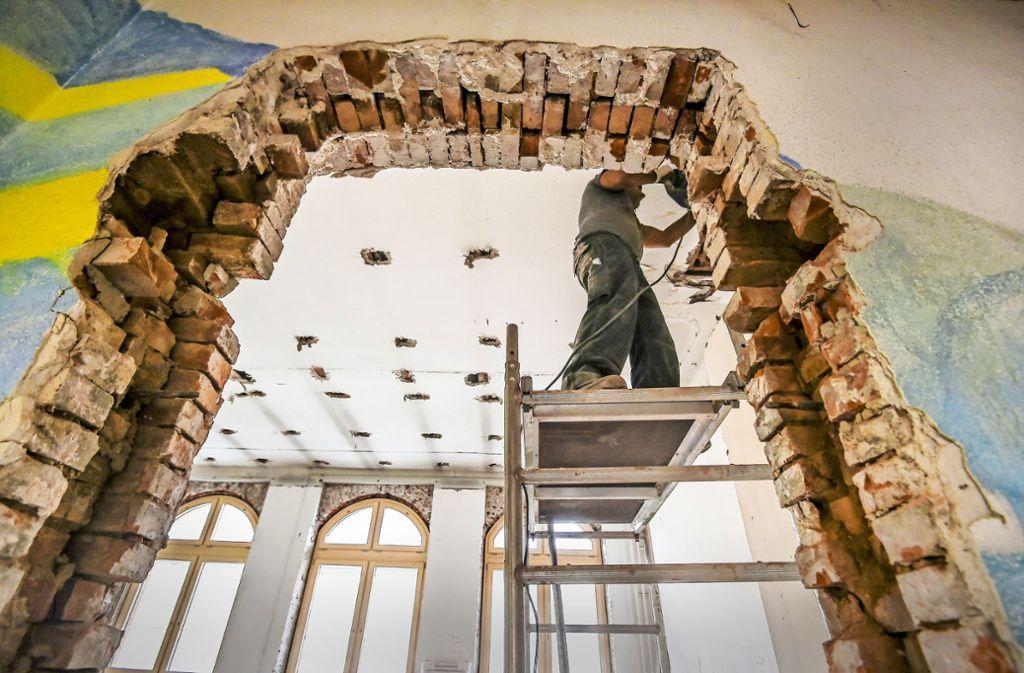 Die 11,5-Millionen-Generalsanierung an der denkmalgeschützten Schwabschule im Stuttgarter Westen ist noch lange nicht abgeschlossen. Foto: Lichtgut/Leif Piechowski
