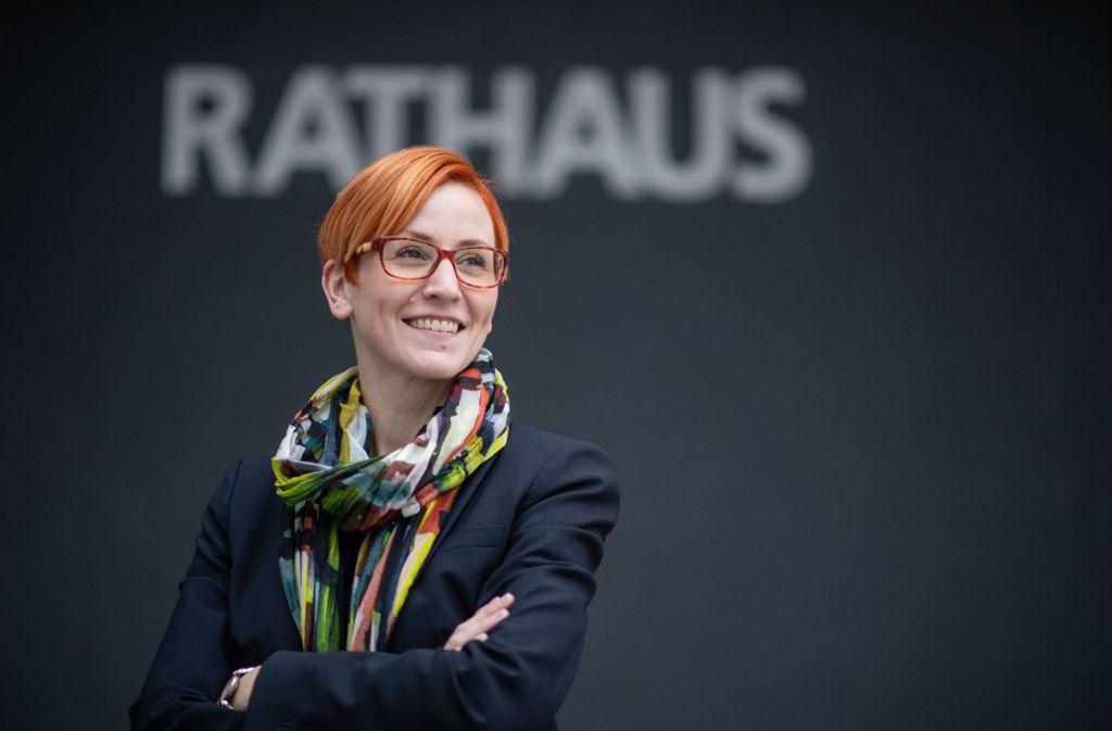 Birgit Hannemann sitzt nur noch wenige Monate im Rathaus von Erdmannhausen. Foto: dpa/Marijan Murat