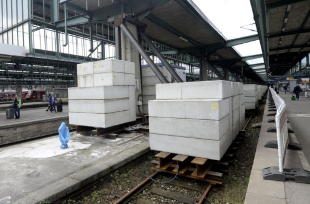 Durch die Sperrung einzelner Gleise ändern sich Ankunfts- und Abfahrtsgleise für manche Züge. Foto: dpa