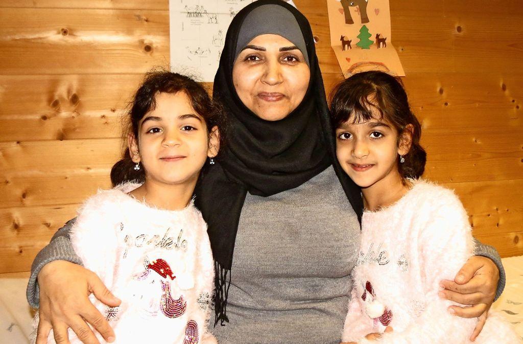 Maysaloun Al Habeeb ist froh, dass ihre Zwillinge Zahra (links) und Alaa jetzt schneller Deutsch lernen Foto: Otto-H. Häusser