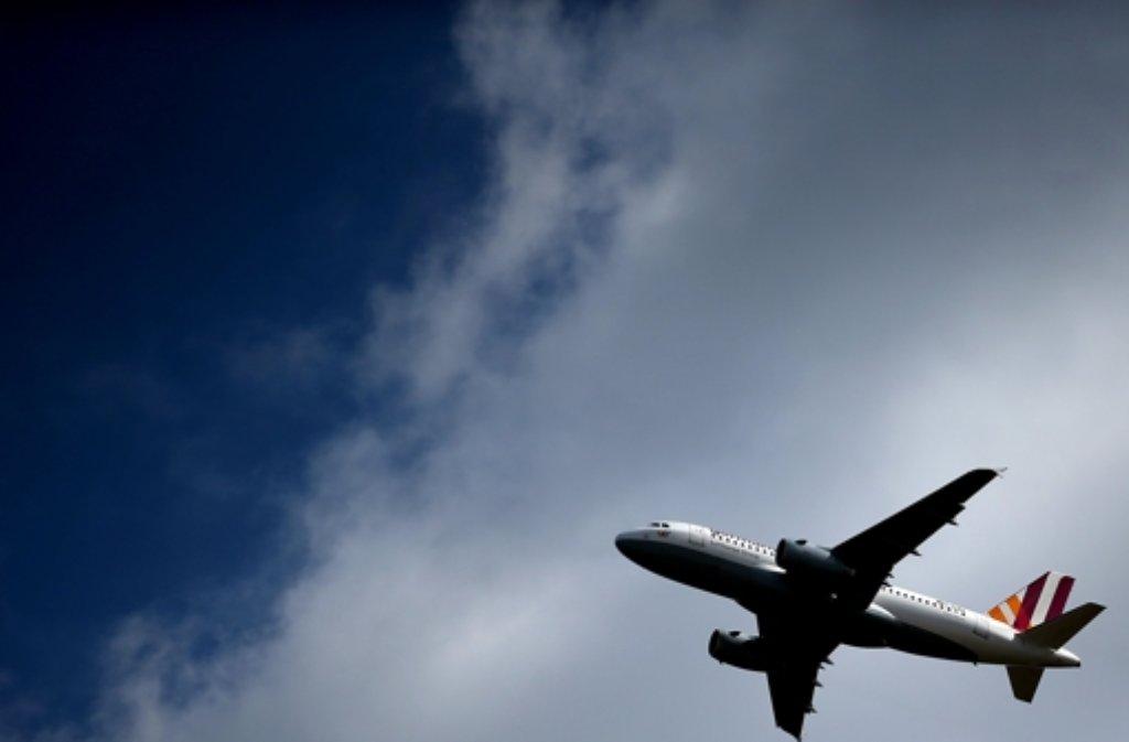 Laut einem Bericht der Bild-zeitung will die Regierung die Sicherheit im Flugverkehr verbessern. Foto: dpa