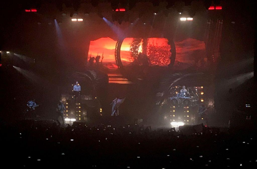 Weihnachtsstimmung beim Konzert von Within Temptation in der MHP-Arena Foto: Jenkner