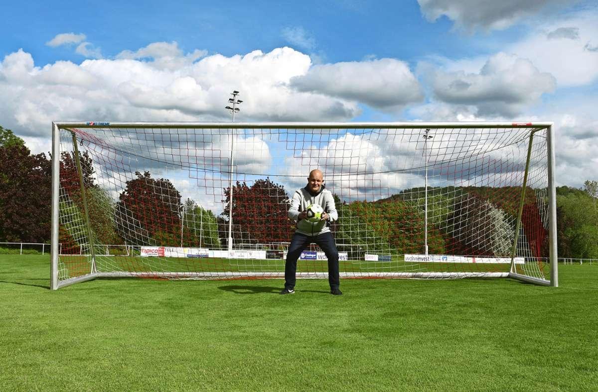 Ein sicherer Rückhalt im Gehäuse des SV Fellbach: Frank Strotbek startet in der F-Jugend und steht nach wie vor  bei den Senioren des Vereins zwischen den Pfosten. Foto: Maximilian Hamm