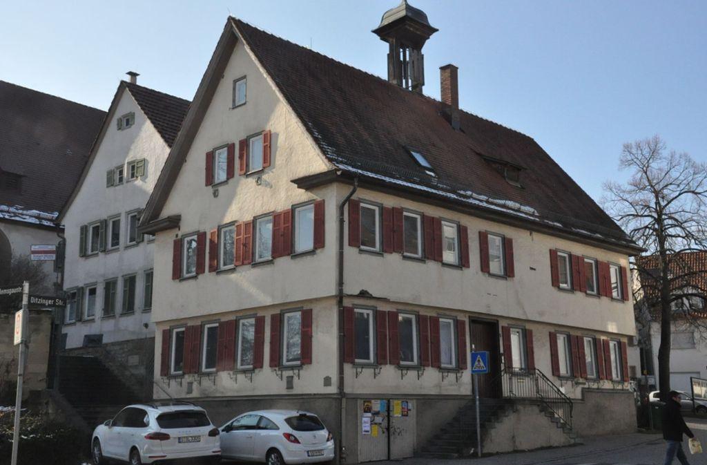 Im Jahr 2019 ist mit der Sanierung des alten Rathauses begonnen worden. Beendet werden sollen die Arbeiten Ende 2020. Foto: /Georg Linsenmann