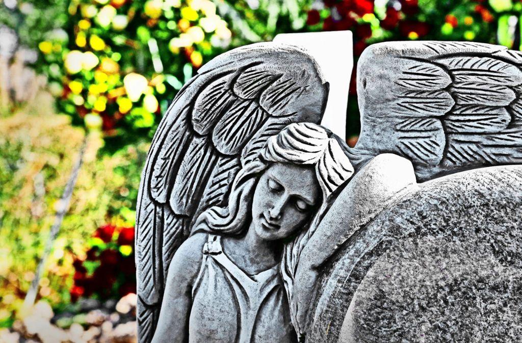 Kommunen verlangen unterschiedlich hohe Gebühren für Bestattungen. In Waldenbuch sind die Kosten für Hinterbliebene nun gestiegen. Foto: Patricia Sigerist