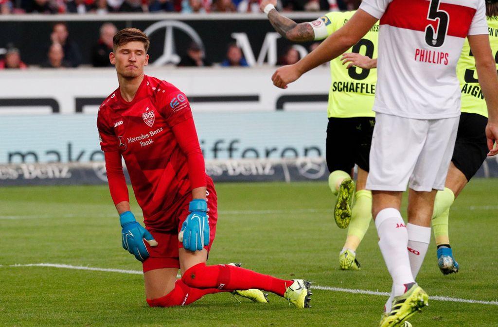 VfB-Torhüter Gregor Kobel machte beim 1:2 keine gute Figur, nahm nach der Partie die Schuld mit auf sich. Foto: Pressefoto Baumann/Volker Müller