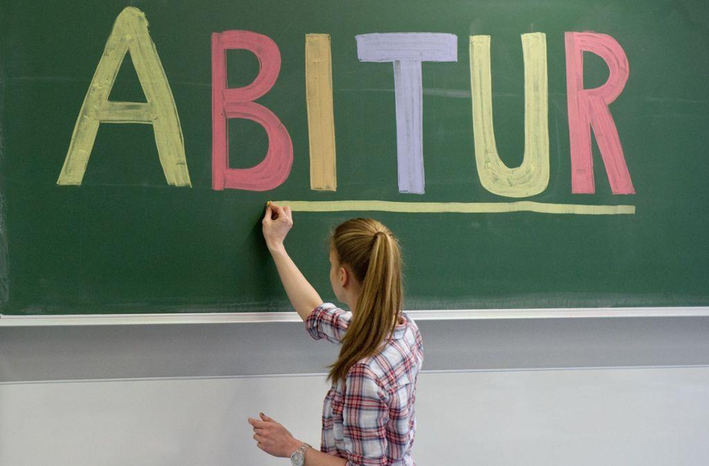 Am 13. April hatte eine Schule in Bad Urach einen geöffneten Umschlag mit beschädigtem Siegel festgestellt, in dem die Prüfungsaufgaben enthalten waren. Daraufhin musste die Prüfung vom 18. April auf den 27. April verschoben werden. Foto: dpa