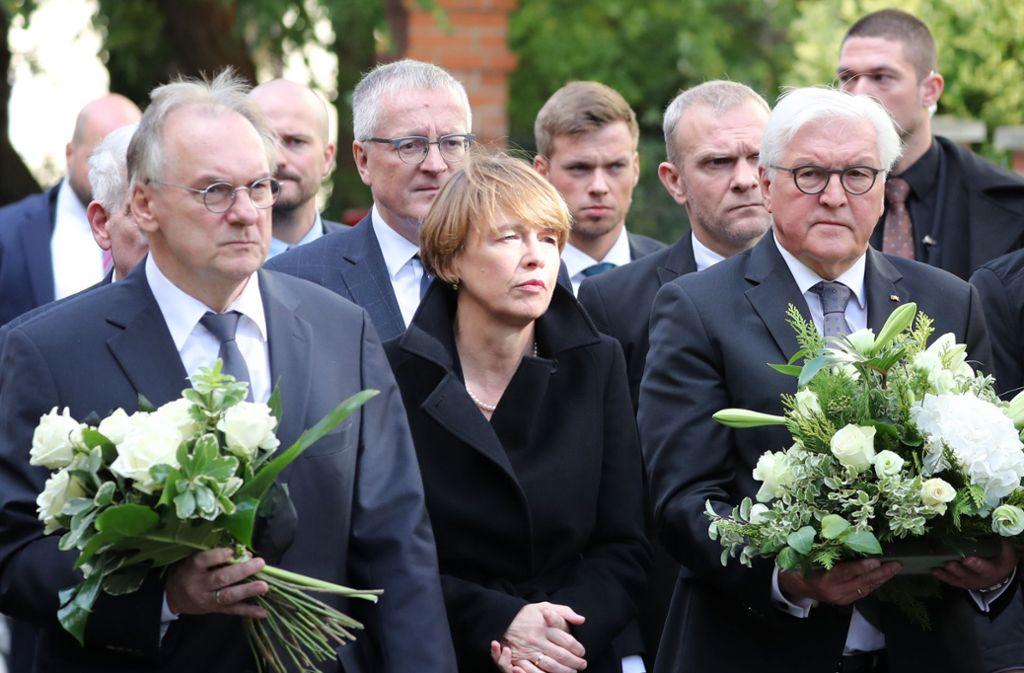 Frank-Walter Steinmeier besuchte am Donnerstag die Synagoge in Halle. Foto: dpa/Jan Woitas