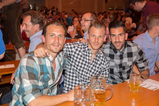 Stuttgarter Kickers feiern den Blauen Montag