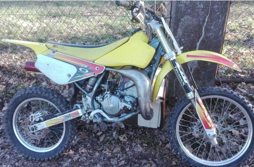 ...das Motorrad tauchte in einem Gartengrundstück auf.  Foto: Polizei