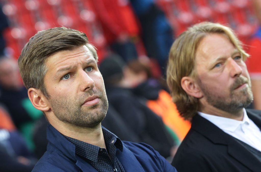 Dieses Duo plant die sportliche Zukunft des VfB Stuttgart: Sportvorstand Thomas Hitzlsperger (li.) und Sportdirektor Sven Mislintat Foto: Baumann