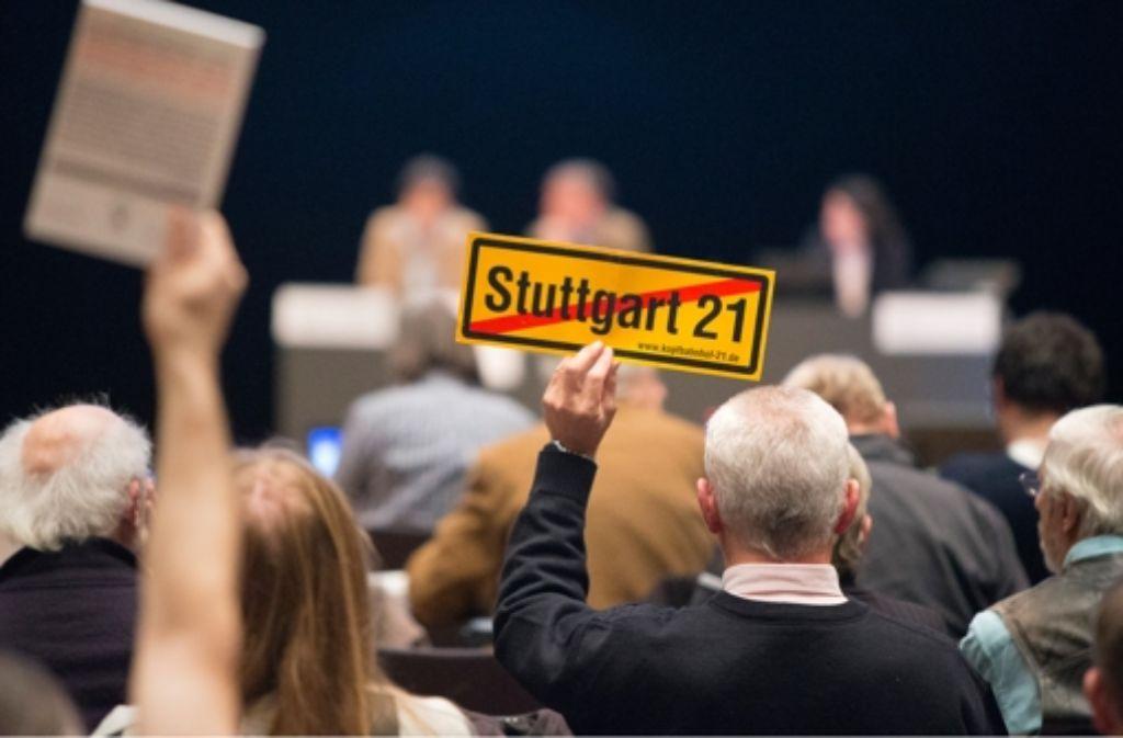Eine Online-Petition der S 21-Gegner soll die Grünen bewegen, dem Untersuchungsausschuss doch noch zuzustimmen. Foto: Steinert