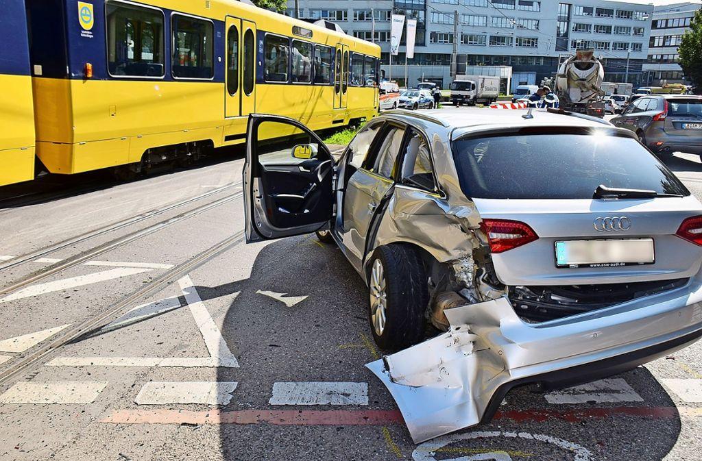 Der Kreuzungsbereich Prag-/Haldenstraße tauchte 2017 als weiterer Unfallschwerpunkt in der Unfallstatistik der Polizei auf. Schuld hatten fast immer die Autofahrer. Foto: Rosar